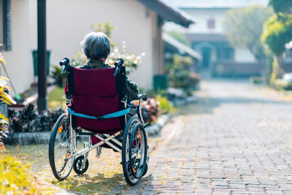 чем занять лежачего больного пожилого человека